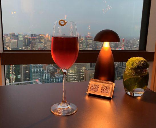 アンダーズ東京のラグジュアリーラウンジアワーのオリジナルカクテル