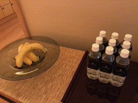 ザ・リッツ・カールトン東京のスパのバナナとミネラルウォーター(常温)
