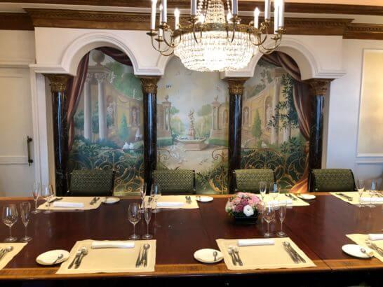 ウェスティンホテル東京のビクターズの個室テーブル席