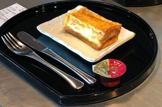 羽田空港のキャセイラウンジのフレンチトースト