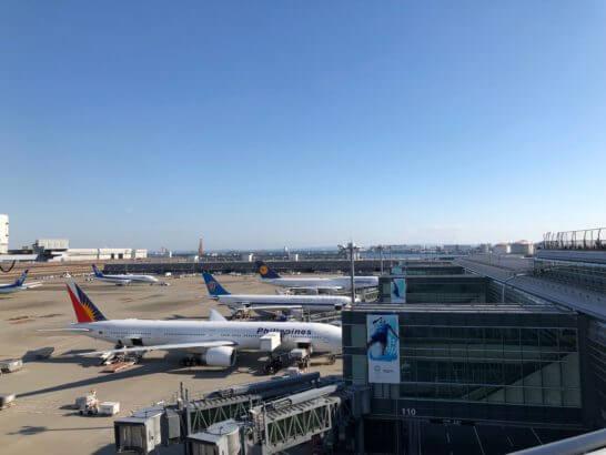 羽田空港国際線に駐機するフィリピン航空、中国南方航空、ルフトハンザドイツ航空の飛行機