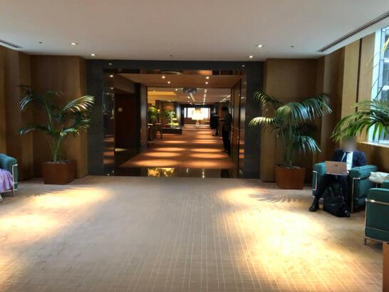 パークハイアット東京のジランドールへの廊下