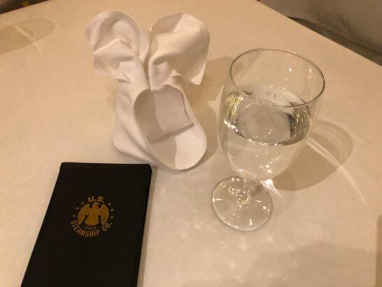 東京ディズニーシーS.S.コロンビアのミッキーマウスの形のクロス・水