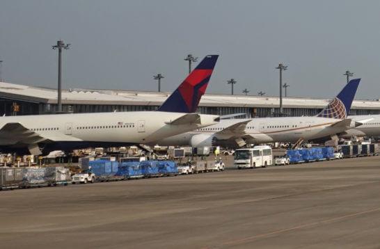デルタ航空とユナイテッド航空の飛行機