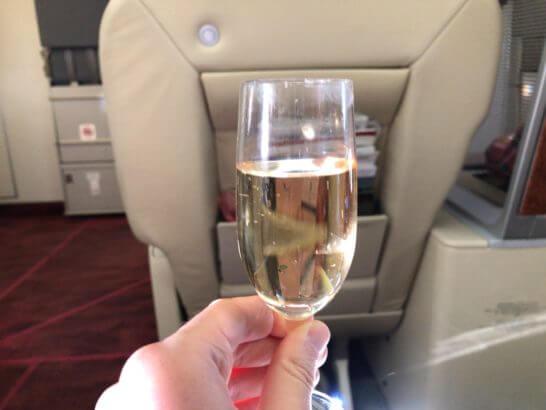 JAL国内線ファーストクラスのシャンパン