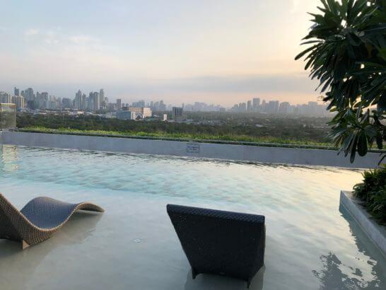 マニラ・マリオットホテルの屋上プール