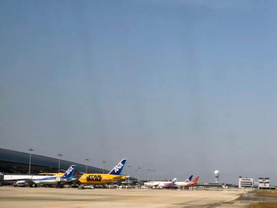 関西国際空港に駐機する飛行機