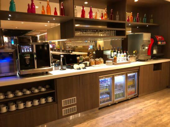 Dnata Loungeのドリンクコーナー
