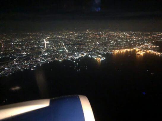 デルタ航空の飛行機からの夜景