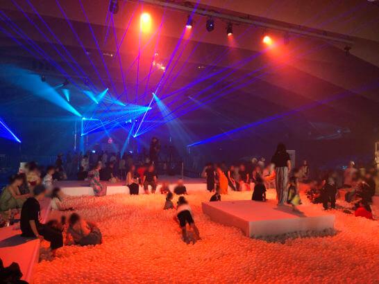 アメックス花火大会2019 HANAVIVAのボールプール (2)