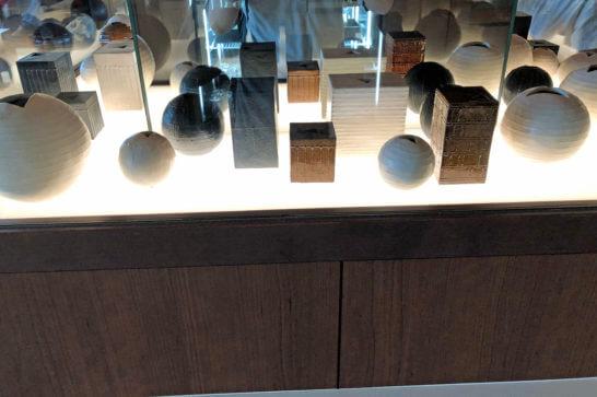 伊丹空港のサクララウンジの美術品・工芸品 (1)