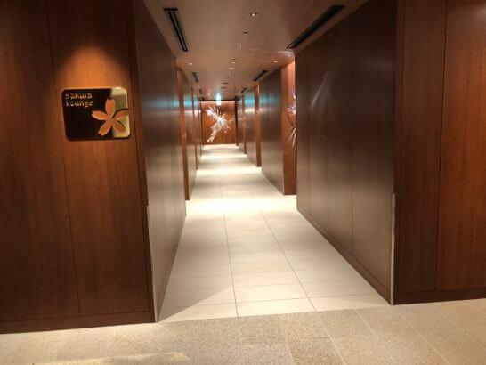 伊丹空港のサクララウンジの入り口