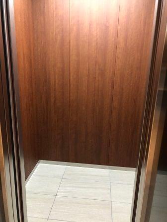 伊丹空港のダイヤモンドプレミアラウンジ・サクララウンジのエレベーター