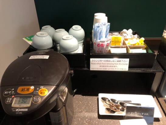羽田空港ダイヤモンドプレミアラウンジのお茶類