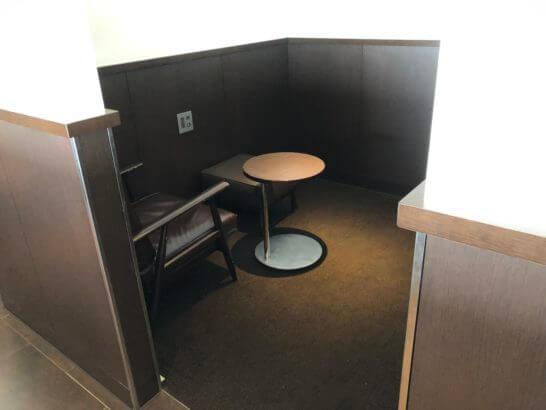 羽田空港国内線サクララウンジのプライベート感ある客室