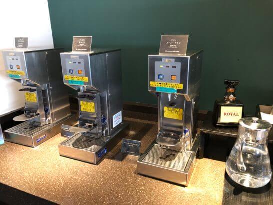 羽田空港国内線サクララウンジのビールサーバー・ウイスキー