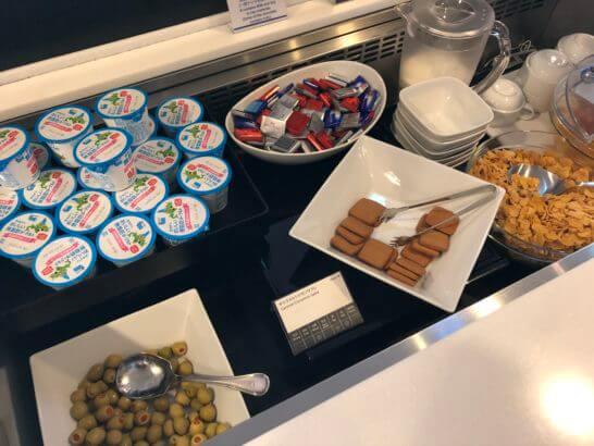 羽田空港国際線のANAラウンジのデザートコーナー・オリーブ