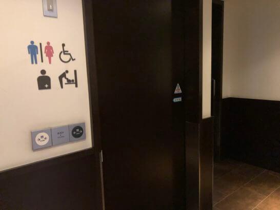JAL国内線ダイヤモンドプレミアラウンジの個室タイプのトイレ