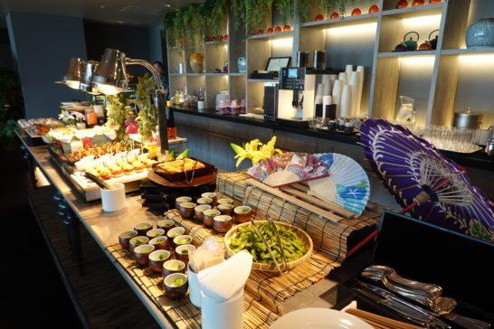 東京マリオットホテルのエグゼクティブラウンジのイブニングカクテルの食事