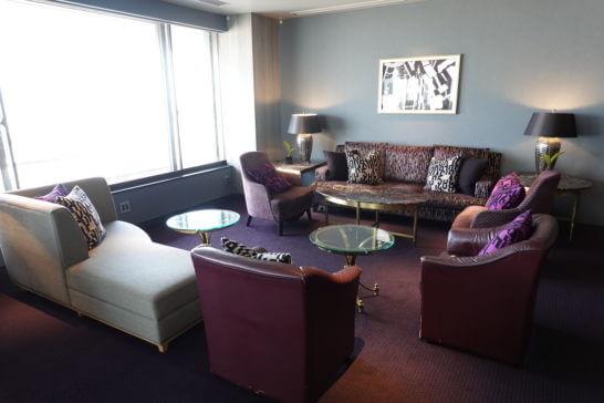 東京マリオットホテルのエグゼクティブラウンジの豪華ソファー席