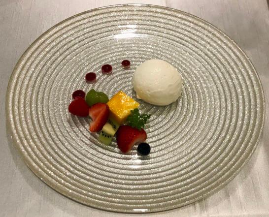 東京マリオットホテルのクリーム・ダンジュ 季節のフルーツ添え