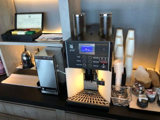 東京マリオットホテルのクラブラウンジのコーヒーマシン