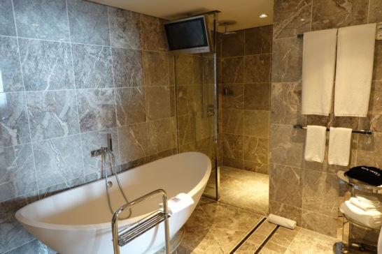 東京マリオットホテルのプレジデンシャルスイートのバスルーム (2)