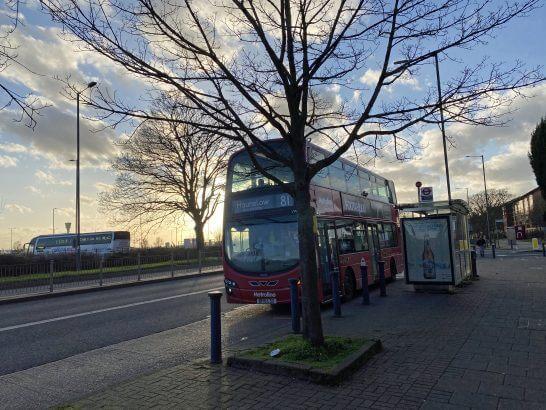 ロンドン・ヒースロー空港近くのバス停留所