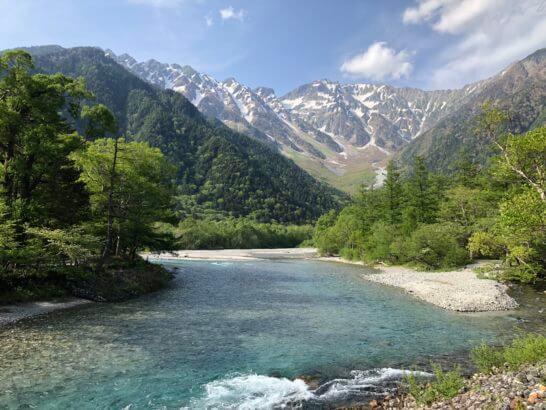 上高地の山と川
