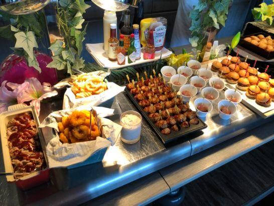 東京マリオットホテルのエグゼクティブラウンジのカクテルタイムの温料理