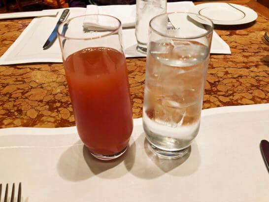 ザ・ペニンシュラ東京の朝食のグレープフルーツジュース