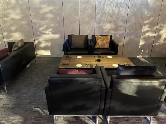 東京離宮 アメックス センチュリオンラウンジのソファー席 (2)