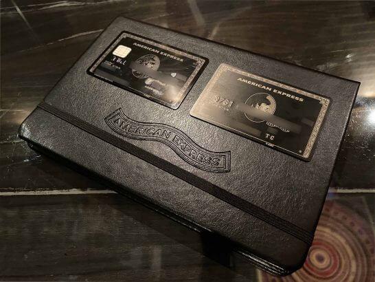 アメックスセンチュリオンのプラスチック製カードとチタンカード