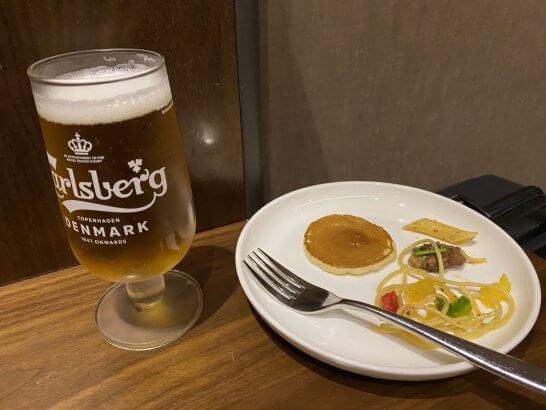 クアラルンプールのPlaza Premium Loungeでの飲食