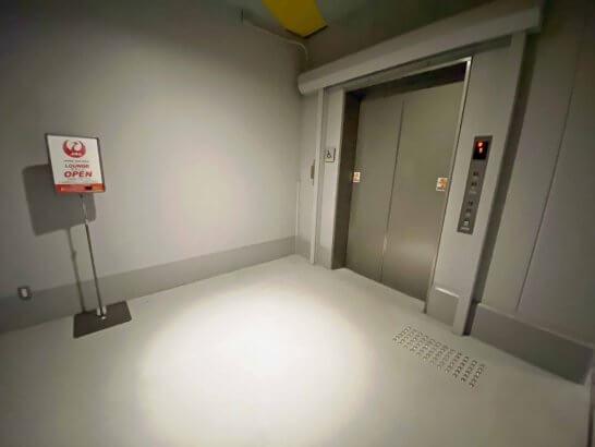 USJ JALラウンジ行きのエレベーター
