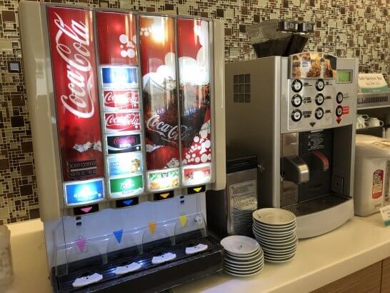 成田空港のKALラウンジのジュース・コーヒーマシン