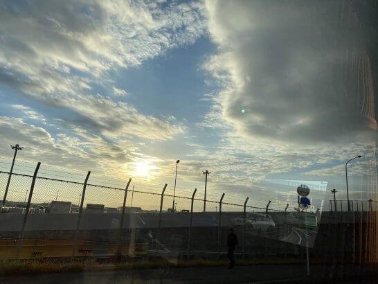 成田空港から帰路につく途中のリムジンバス車窓からの景色