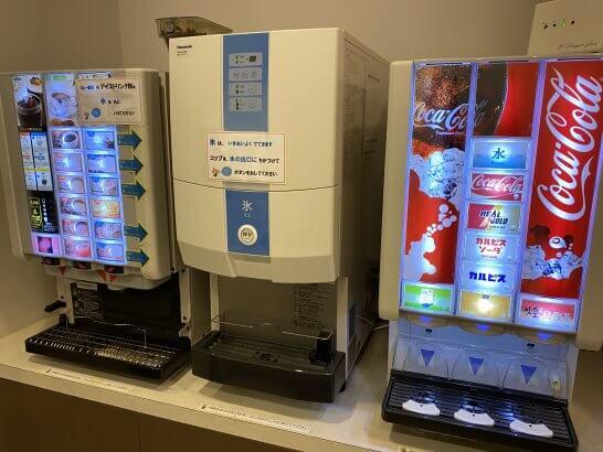 USJ JALラウンジのコーヒーマシン、氷、ジュースマシン