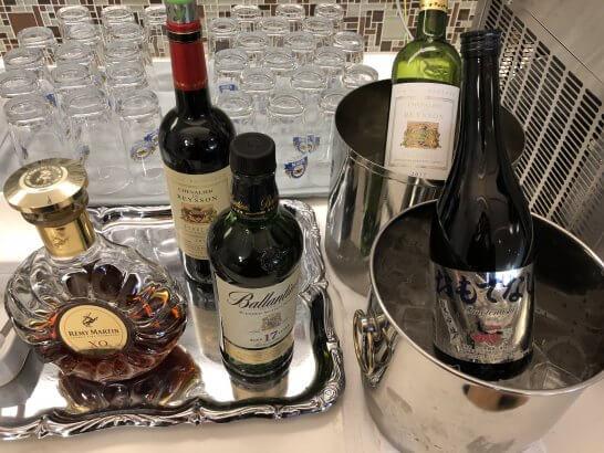 成田空港のKALラウンジのワイン・日本酒・ブランデー・ウイスキー