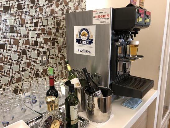 成田空港のKALラウンジのアルコールコーナー
