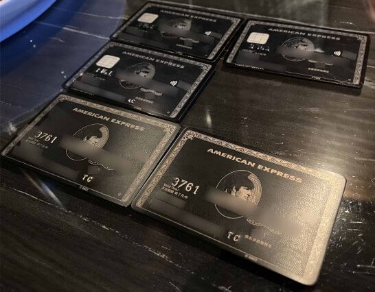 5枚のアメックスセンチュリオン(プラスチック製カード2枚・ACカード・チタンカード2枚)