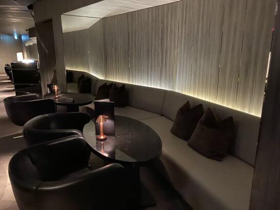 ANAインターコンチネンタルホテル東京のMIXXバーのソファー席