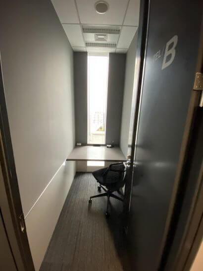 ビジネスエアポート青山の電話用個室