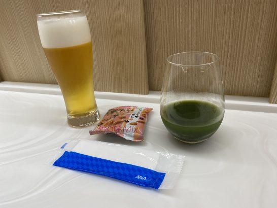 那覇空港ANAラウンジのビール・みっくすなっくす・青汁