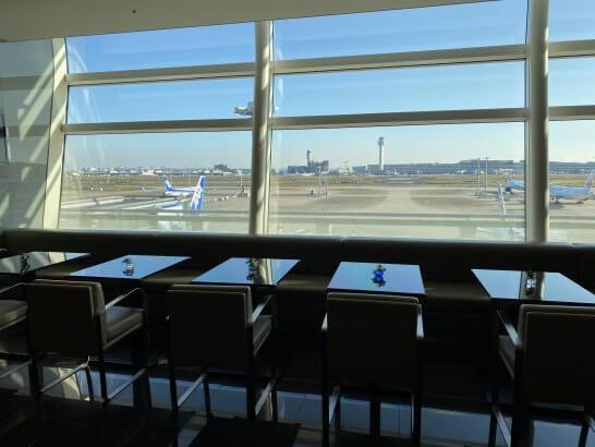 羽田空港ANAスイートラウンジのDINING hの座席