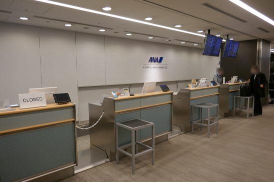 ANAラウンジ 羽田空港国内線のチェックインカウンター