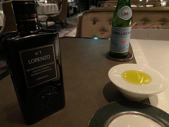 シャングリ・ラホテル東京のオリーブオイルと炭酸水