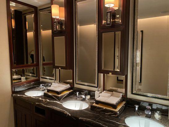 シャングリ・ラホテル東京のトイレの洗面台