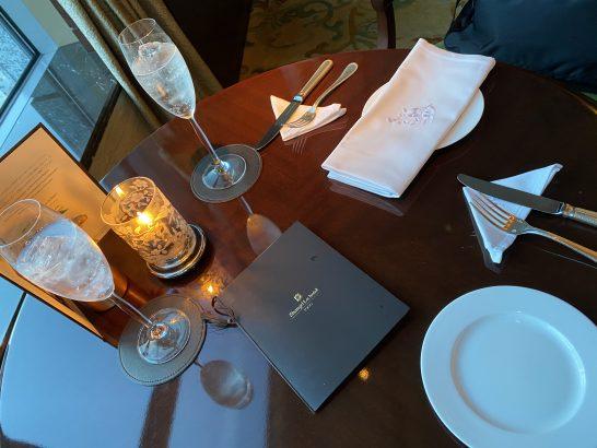 シャングリ・ラ ホテル東京のラグジュアリーラウンジアワーのドリンク2杯