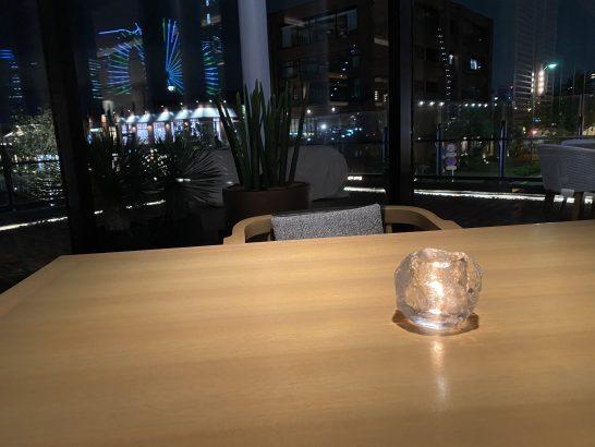 インターコンチネンタル横浜Pier8 Larboardの夜のテーブル